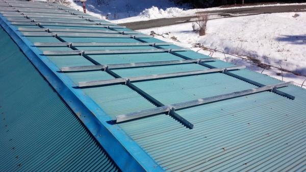 福島県木造倉庫 波板トタン用太陽光発電用架台施工